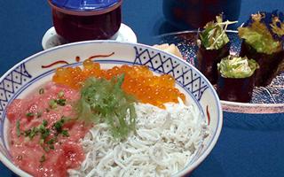 選べる三色丼とすし屋風サラダ